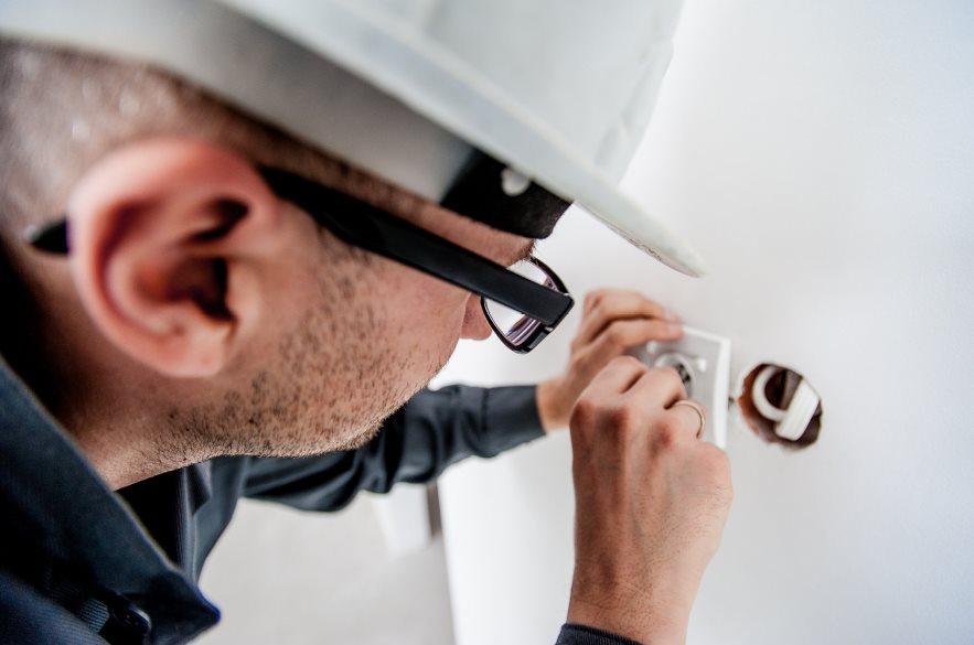 Interesują Cię usługi elektryczne w Częstochowie? – Dowiedz się jak znaleźć dobrego elektryka!